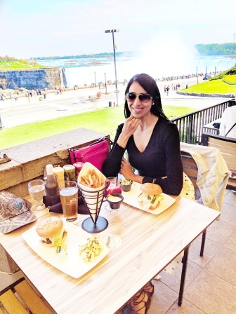 queen victoria niagara fall burger summer